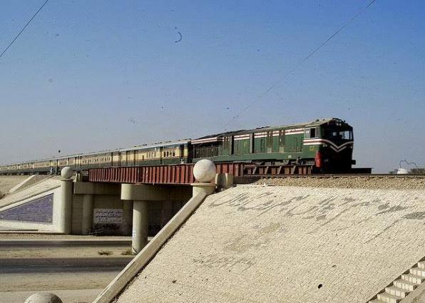 Youth hit to death by train in Faisalabad