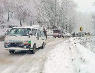 Tourists throng to Malka-e-Kohsar, Murree to enjoy first snowfall ..