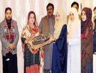 Vice Chancellor of Shah Abdul Latif Unviersity distributes 900 la ..