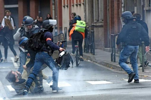 Outcry over mass teen roundup as France braces for more protests