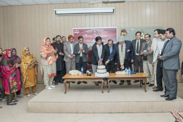 Christmas City Vet.Christmas Cake Cutting Ceremony At Uvas Urdupoint