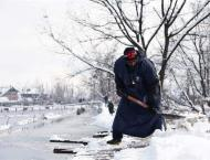 Kashmir Receives Another Snowfall, Traffic Remains Suspended