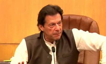 رئيس الوزراء الباكستاني يزور ضريح المتصوف ..