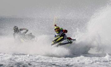 انطلاق منافسات سباق دبي للدراجات المائية ..