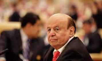 الرئيس اليمني يستعرض مع قائد القوات ..