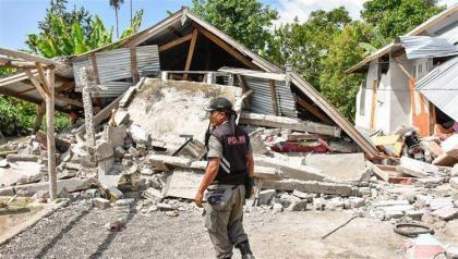 زلزالان يضربان غرب وشرق إندونيسيا