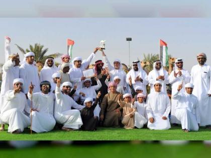 تتويج الفائزين بمزاينة الإبل بمهرجان سلطان بن زايد التراثي 2019