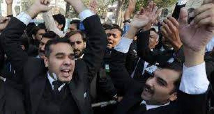 Lawyers boycott courts over Sahiwal incident
