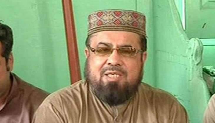 There's no stopping him! Mufti Qavi's video again goes viral with a girl