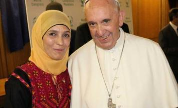 """حنان"" و""البابا فرنسيس"" ..قصة .."