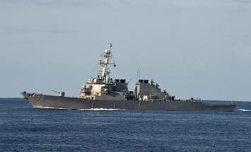 السفن الحربية الروسية تتابع تحركات مدمرة ..