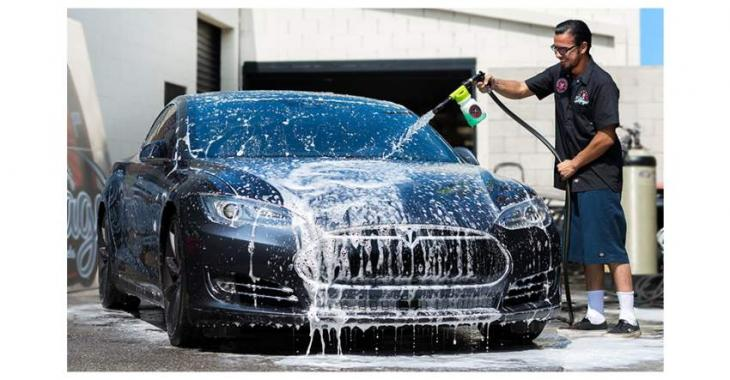 Citizen challaned for washing car using water pipe at home