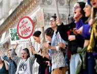 Hundreds of Students Rally at US Capitol as Peers Worldwide Deman ..