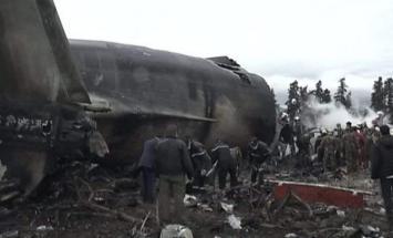 تحطم طائرة عسكرية في قاعدة جوية غربي ..