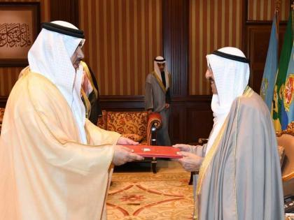 أمير الكويت يتسلم أوراق اعتماد سفير الدولة