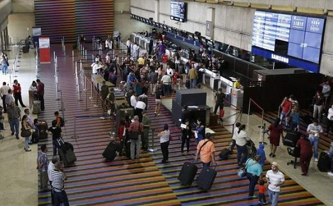 Caracas Int'l Airport Overwhelmed With Passengers Following Massive Blackout in Venezuela