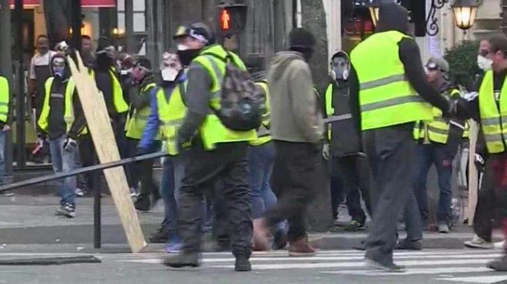 Yellow Vest Rallies in Paris Evolve Into Violent Clashes Between Activists, Police