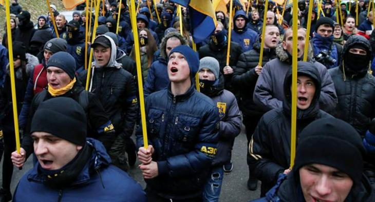 Ukrainian Nationalists Hurl Stuffed Pigs at President's Administration in Anti-Graft March