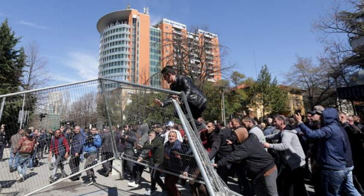 Police Use Tear Gas, Water Cannons at Anti-Government Rally in Albanian Capital - Reports