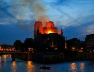 World leaders stunned by Notre-Dame fire, urge rebuilding