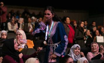"""المغرب يتوج الطالبة """"فاطمة الزهراء"""" .."""