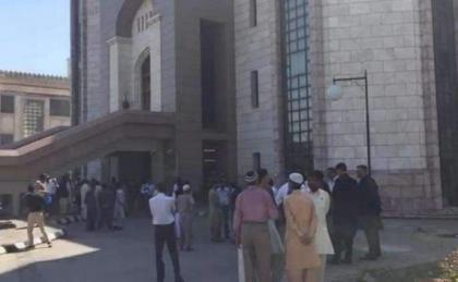 فرق الإطفاء والإنقاذ تمكنت من إخماد الحريق في ديوان رئاسة وزراء باكستان في العاصمة إسلام آباد