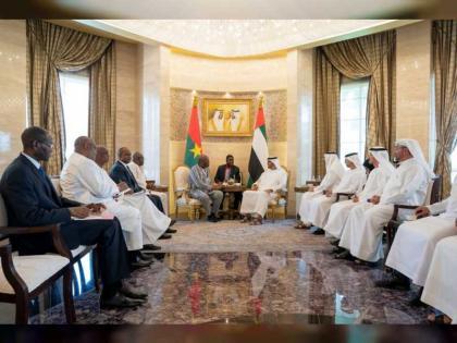 محمد بن زايد ورئيس بوركينا فاسو يبحثان علاقات البلدين