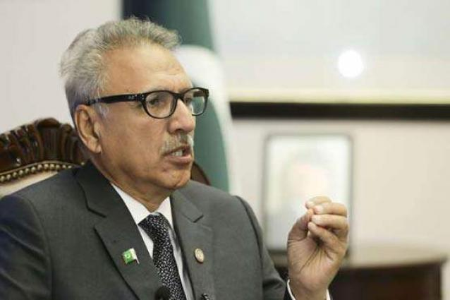 President Alvi visits Quetta, offer condolence to Hazarganji blast victims