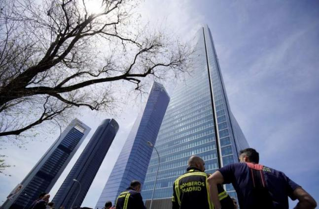 Madrid skyscraper housing embassies evacuated over bomb threat