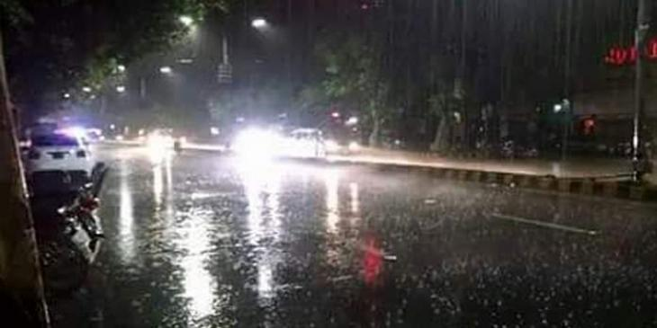 Light shower turns Nawabshah's weather pleasant