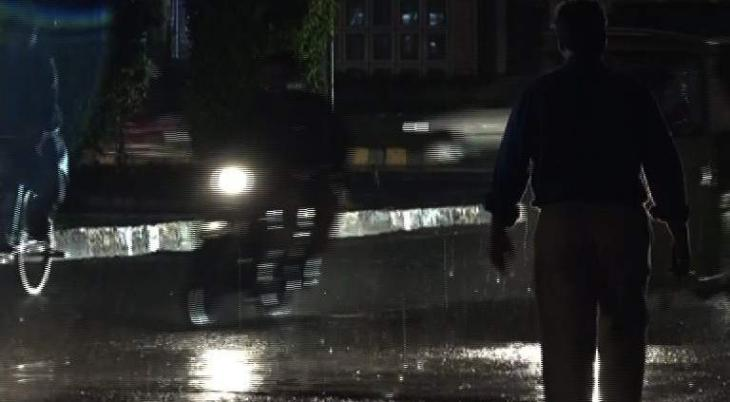 Heavy rain causes electricity outage in city Lahore
