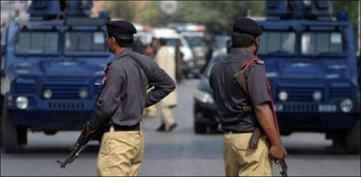 Child killed in crossfire laid to rest in Karachi