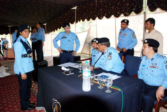 Eight outlaws  held; 3.9 kg narcotics recovered
