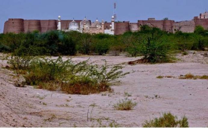 Deputy Commissioner Bahawalpur Shozab Saeed visits Derawar Fort to inspect restoration work
