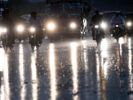 City receives heavy shower in Sialkot