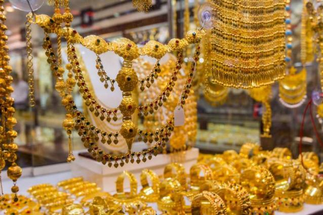 Gold price decreased by Rs 550, traded at Rs 70, 000 per tola 17 Apr 2019