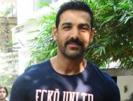 John Abraham meets with a freak accident on the sets of Pagalpant ..