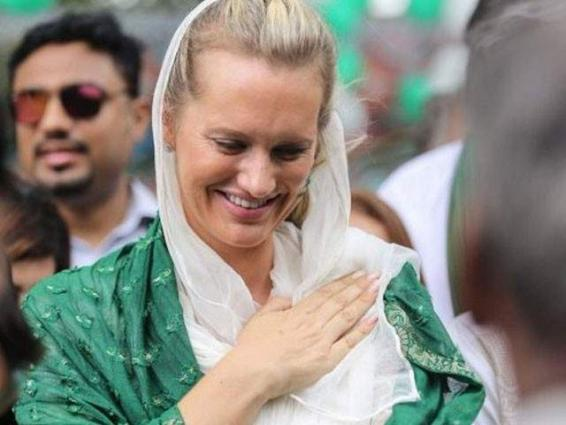 Shaniera has a perfect reply to survey listing Pakistan among angriest countries