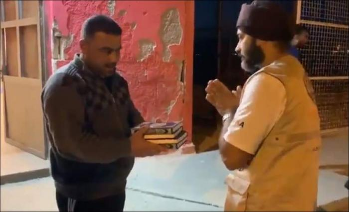 Sikhs win over hearts by distributing Quran copies at refugee camp
