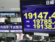 Asian markets inch down as trade fears persist