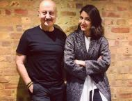 Anupam Kher meets Anushka Sharma in London; has a chit-chat sessi ..