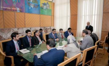 الإمارات تبحث تعزيز التعاون الثنائي ..