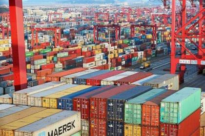 Chinese Exporters Fight to Resist Impact of Steep US Tariffs While Considering Relocation