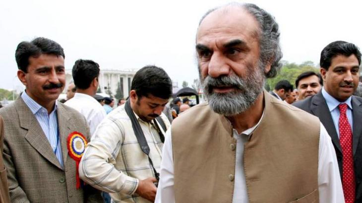 رئیس وزراء حکومة اقلیم بلوشستان السابق نواب أسلم رئیساني یعزي الوزیر الاقلیمي طارق خان مغسي في وفاة زوجتہ