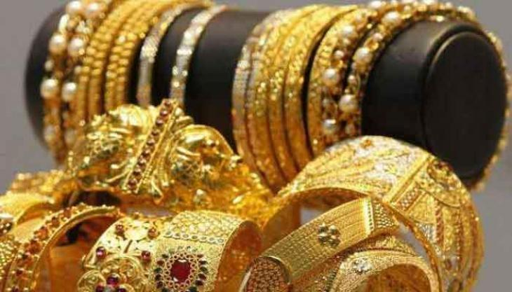 Gold price hit all time high at Rs 72,600 per tola