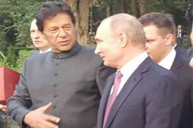 Prime Minister holds 'informal discussion' with Russian President Putin