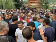 Thirteen Arrested in Armenia After Fights With Police Over Illega ..