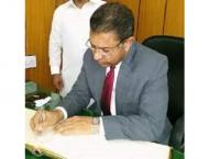 Commissioner Bahawalpur visits district courts, juvenile room