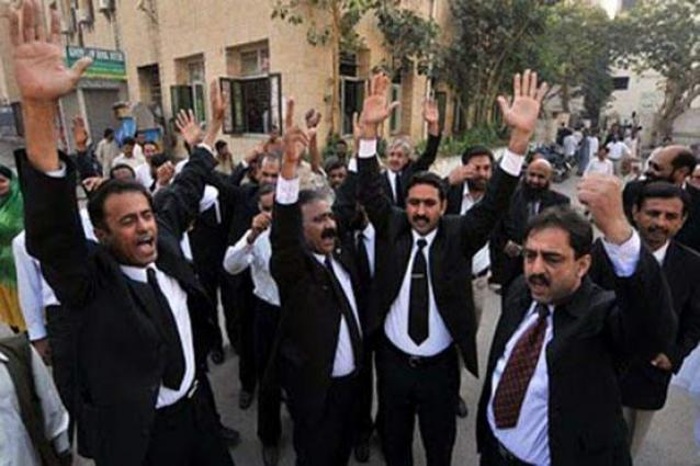 Lawyers block police entry into courts in protest