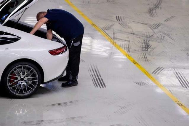 Daimler slashes 2019 profit forecast after Q2 loss